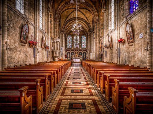 Clericalismo e Laicismo: Una chiesa in perenne sinodalità