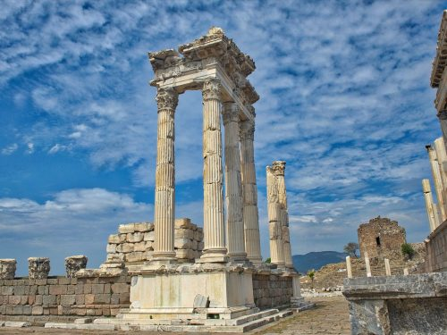 I siti d'interesse archeologico ricadenti nel territorio di Salemi: Mokarta, Monte Polizo, San Miceli denotano antiche culture con insediamenti sicani, elimi, greci e dell'era paleocristiana