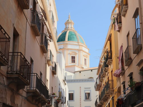 Tra i budelli del centro storico di Trapani (foto)